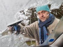 男性和冰刮板 库存图片