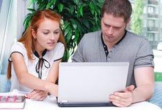 男性和女学生 免版税库存照片