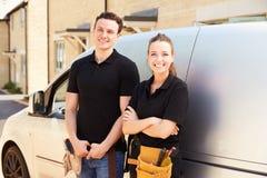 男性和女性商业工作者画象乘搬运车 库存图片