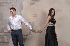 男性和女性模型在演播室 库存照片