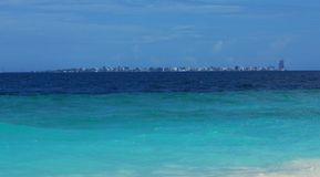 男性地平线& x28看法; Maldives& x29;从Kuda Bandos 免版税库存照片