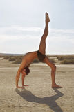 男性姿势瑜伽 库存照片