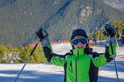 男性少年滑雪者用手 免版税库存图片