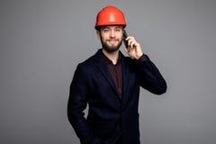 年轻男性工程师说在电话里 库存照片