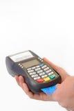 男性手键入在付款终端的PIN代码 免版税库存图片