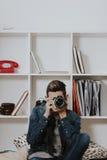 男性摄影师年轻人 免版税库存图片