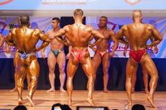 男性爱好健美者显示力量显示他们的体质 库存图片