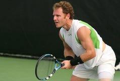 男性球员专业人员回归网球 免版税库存照片