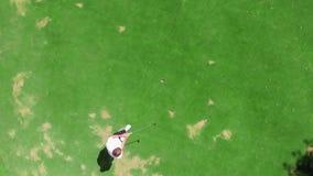 男性球员的成功的高尔夫球命中顶视图  股票录像