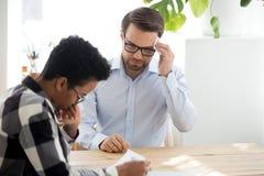 男性申请人汗水感觉紧张在聘用 免版税库存图片