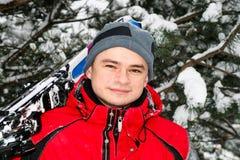 男性纵向滑雪者 免版税库存照片
