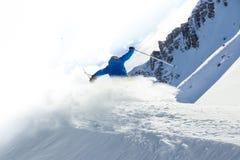 男性讨便宜者的滑雪者 图库摄影