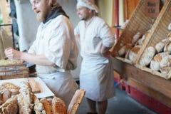 男性面包师 图库摄影