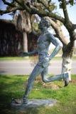 男性马拉松运动员雕象 库存图片