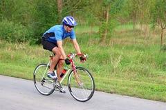 男性骑自行车者 库存照片