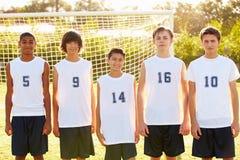 男性高中足球队员的队员 免版税库存图片