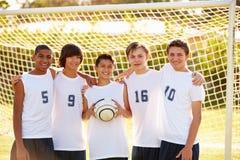 男性高中足球队员的队员 库存照片