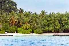男性,马尔代夫- 2016年11月, 27日:沙滩的看法,印度洋 复制文本的空间 库存照片