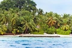 男性,马尔代夫- 2016年11月, 27日:沙滩的看法,印度洋 复制文本的空间 库存图片