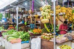 男性,马尔代夫- 2016年7月11日:水果和蔬菜在生产市场上在男性,马尔代夫 图库摄影