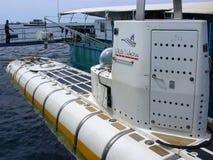 男性,马尔代夫- 2003年8月30日:码头的陌生人。 免版税库存照片