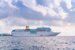 男性,马尔代夫- 10月04 :在海洋的豪华游轮, M 库存照片