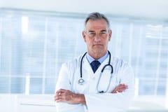男性医生画象在医院 免版税库存照片