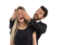 男朋友使他的女朋友惊奇 她盖她的眼睛 库存图片