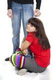 男朋友有被拥抱的女孩行程好的s坐 免版税库存图片