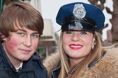 男朋友盖帽女孩她警察微笑 库存图片