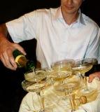 男服务员香槟 免版税库存照片