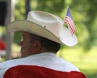 男服有美国国旗的牛仔帽在茶会集会 库存图片