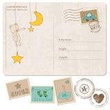 男婴与套的到达明信片印花税 免版税图库摄影