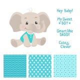 男婴与无缝的样式的大象设计 免版税库存图片