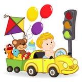 男婴乘有玩具的汽车 免版税库存照片