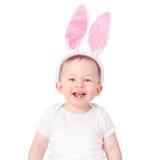 男婴佩带的兔宝宝耳朵 免版税库存照片