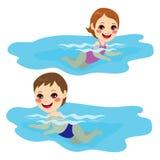 男婴和女孩游泳 图库摄影