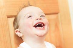 2男婴咧嘴笑的愉快的孩子老微笑的年 孩子微笑着 图库摄影