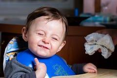 男婴咧嘴 免版税库存图片