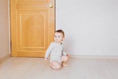 男婴在他的屋子里 图库摄影