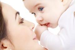 2男婴愉快母亲使用 免版税图库摄影