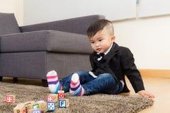 男婴戏剧玩具块 免版税库存照片