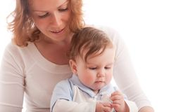 男婴母亲做父母的纵向 免版税库存图片