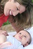 男婴母亲 免版税图库摄影