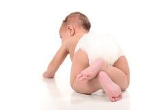 男婴爬行的测试的婴儿 库存照片