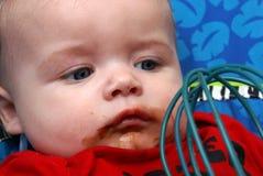 男婴舔扫 免版税库存图片