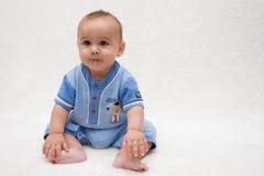 男婴逗人喜爱的咧嘴 免版税库存图片