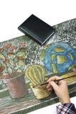 画与油漆静物画的一把刷子的过程 免版税库存图片