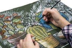 画与油漆静物画的一把刷子的过程 库存照片