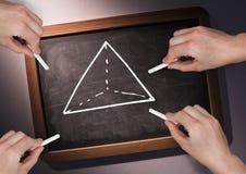 画在黑板的手金字塔 免版税库存图片